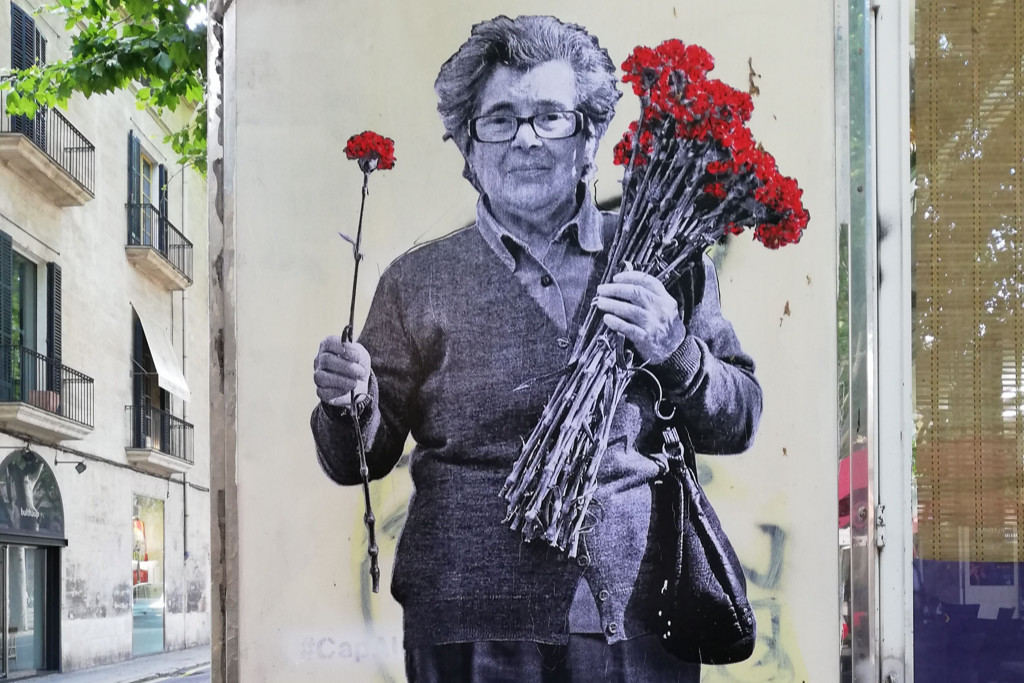 """April 25, anniversary of the Carnation Revolution. May all revolutions be like the one that Celeste Caeiro starred in, in Portugal in 1974. """"Celeste de los claveles"""" by @ a.b.r.a.h.a.m_c.a.l.e.r.o (Palma, Mallorca, 2021)"""