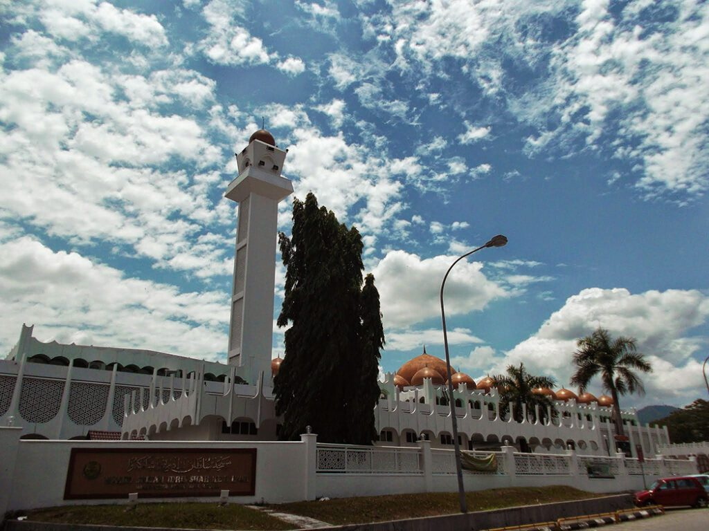 Negeri Perak Mosque in Ipoh, an Underrated City in Malaysia