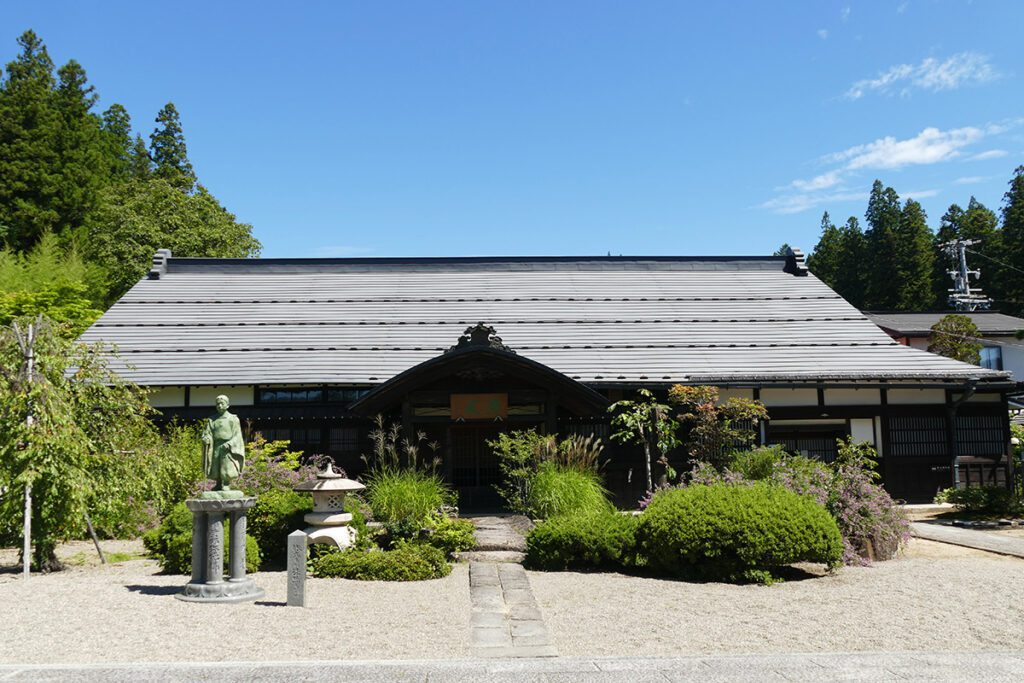 Dounin Temple in TAKAYAMA on a travel back in time and a side trip to SHIRAKAWAGO