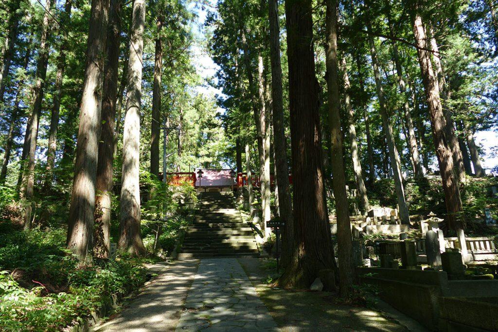 Higashiyama Hakusan Shrine in TAKAYAMA on a travel back in time and a side trip to SHIRAKAWAGO