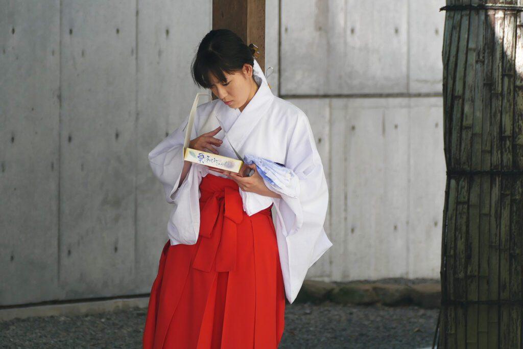 A temple girl at the Shinshuotaniha Shoren Temple in Takayama