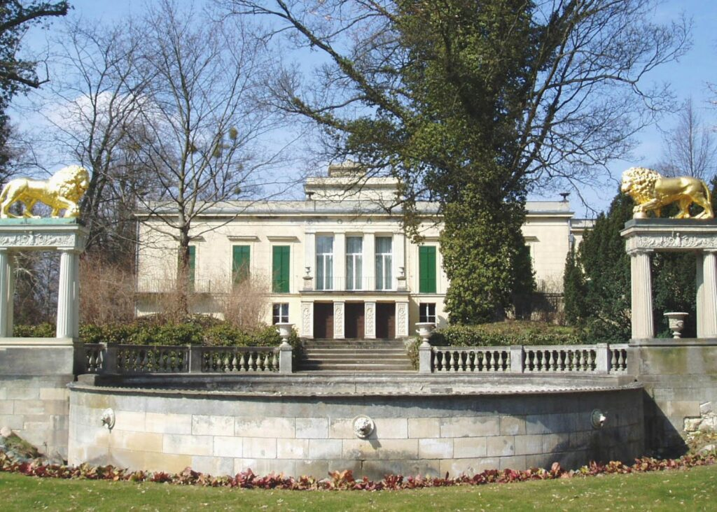 Schloss Glienicke in Potsdam, the great small town, introduced in this guide