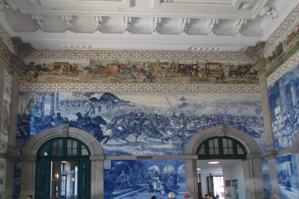 Two Days Porto Tour: Azulejos at the São Bento train station in Porto