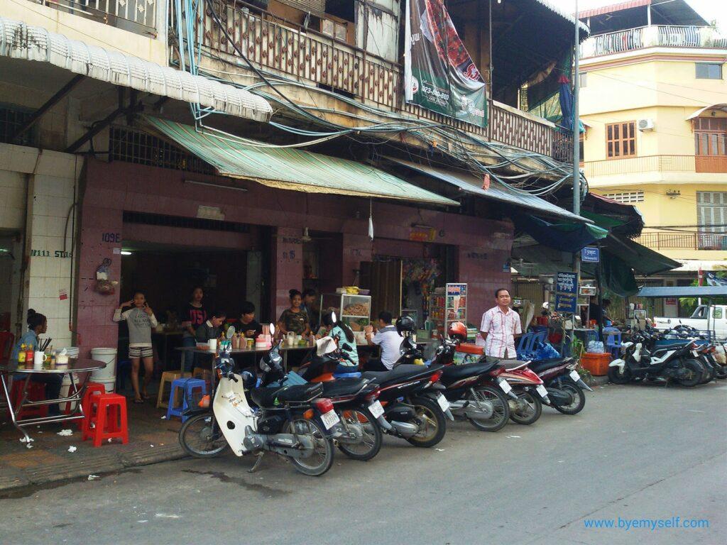 Street restaurant in Phnom Penh