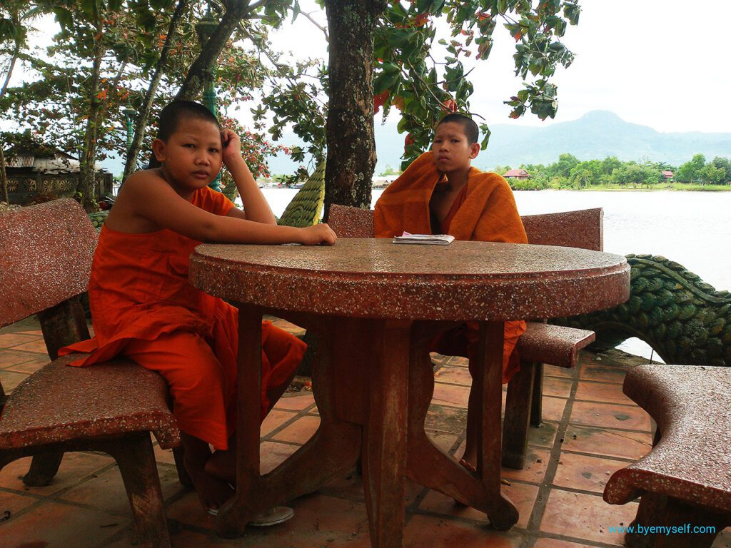 Monks at Wat Trauy Kooh in KAMPOT from where to go to THANSUR BOKOR and back