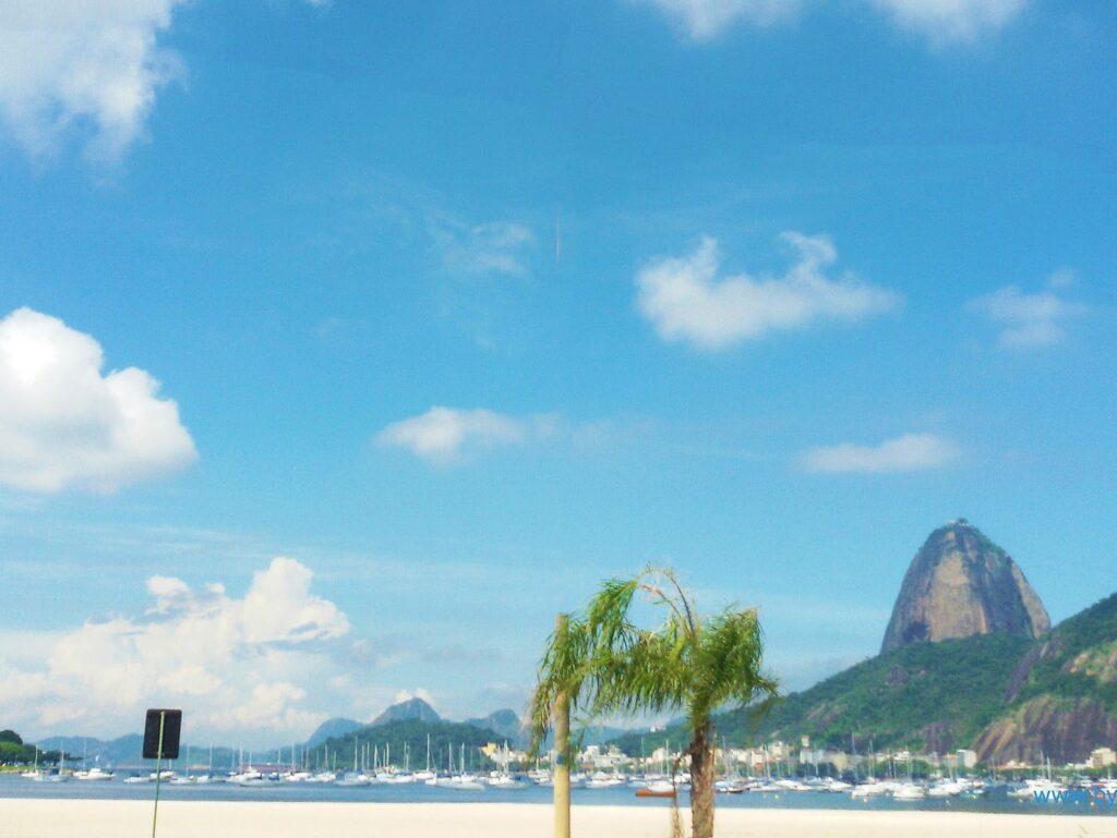 Praia do Botafogo against the backdrop of the Pão de Açûcar.