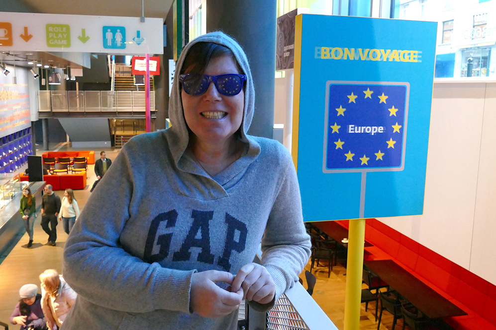 Renata Green at the Parlamentarium wearing a hoodie and some Europe-shades