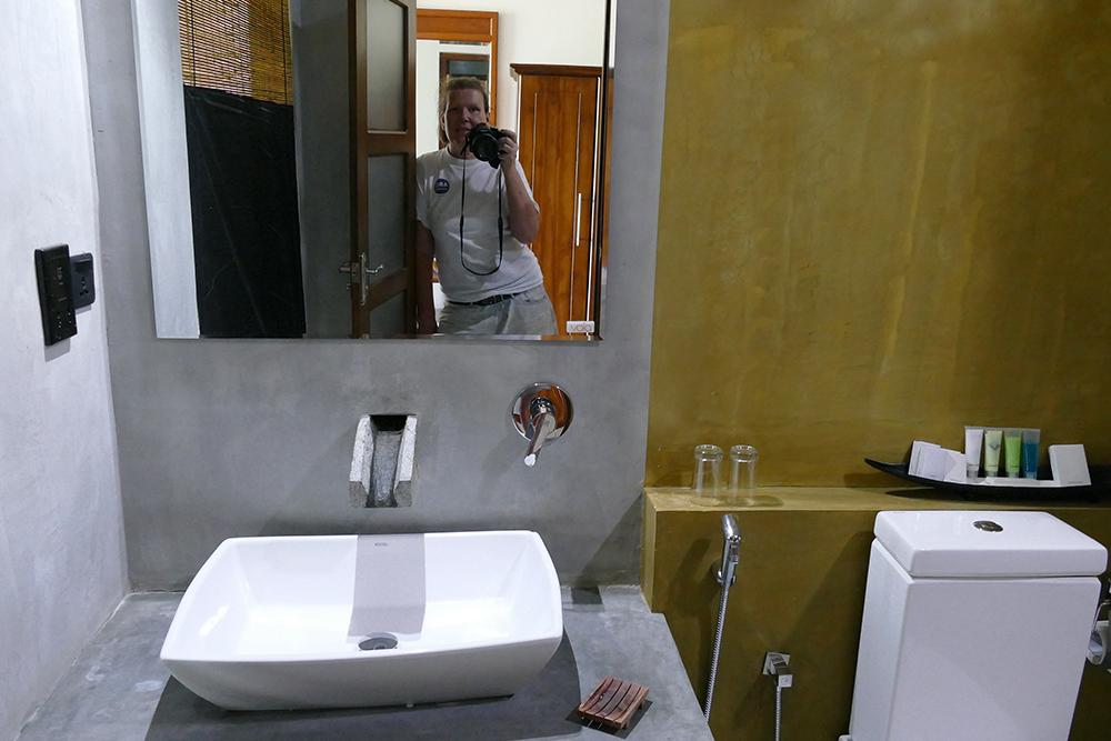 Renata Green at the hotel bathroom in Uduwalawe