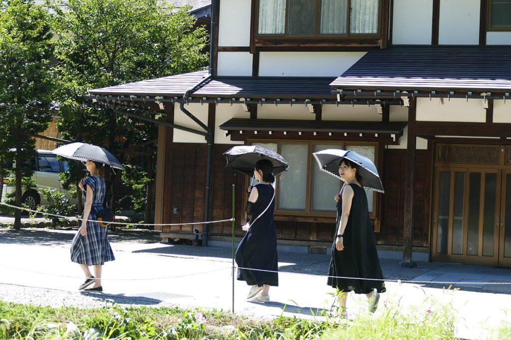 Three women carrying umbrellas against the sun in Shirakawago