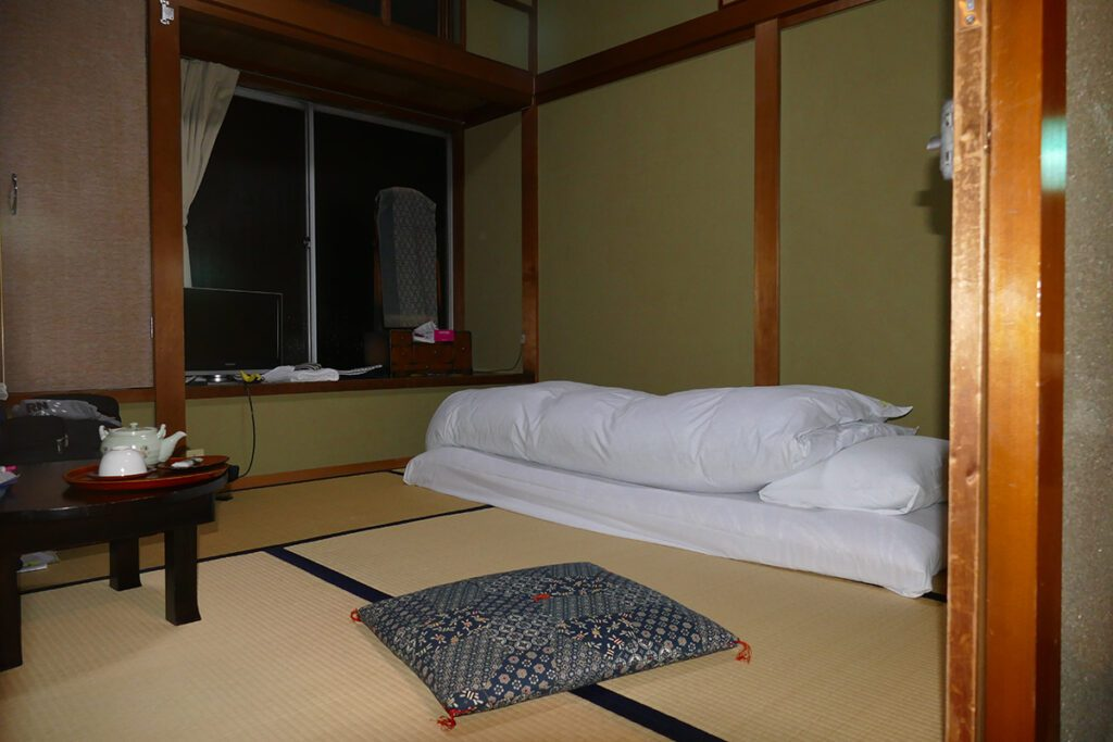 Ryokan Room in TAKAYAMA on a travel back in time and a side trip to SHIRAKAWAGO