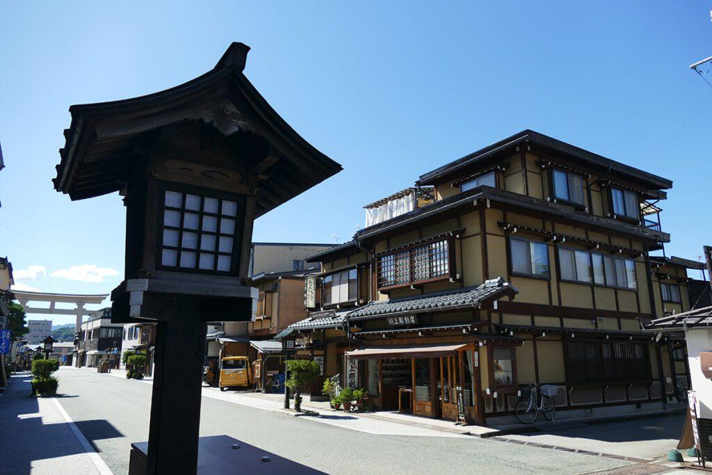 Walking down the street from the Shinshuotaniha Shoren Temple towards the Ōtorii.